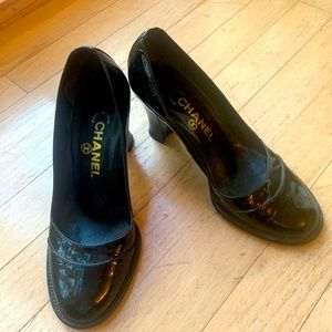 CHANEL black patent leather mary jane pumps.